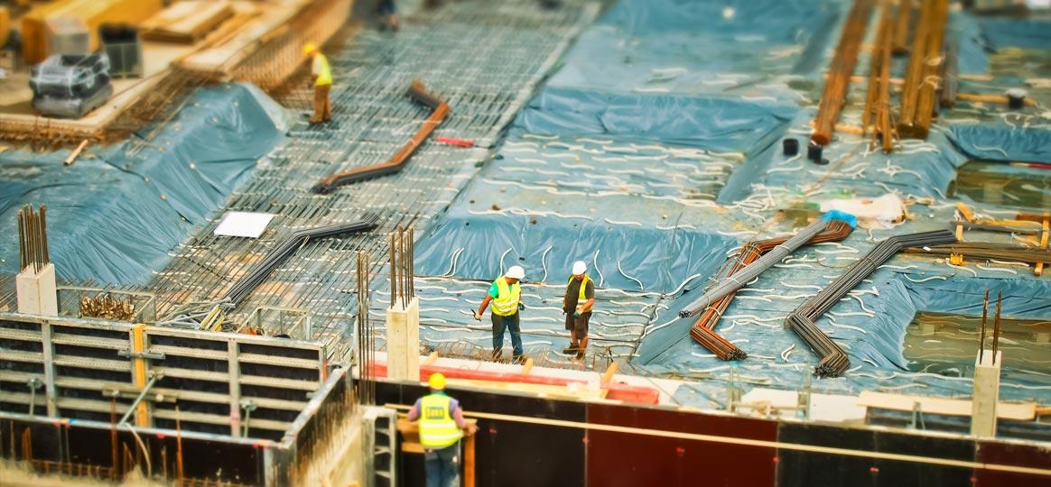 Bauarbeiter auf dem Dach - Abnahme, Mängel, VOB/B