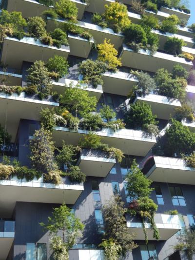 Nachhaltiges Bauen: Hochhaus mit begrünter Fassade